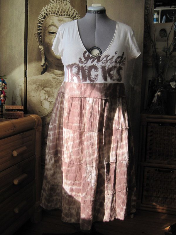 Une robe tye and dye marron et beige