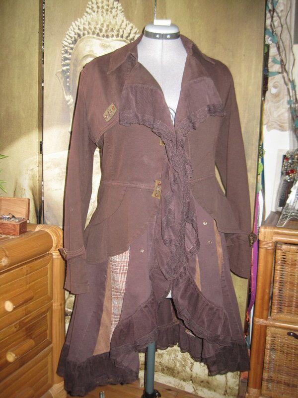 Une veste à basque transformée en redingote romantique
