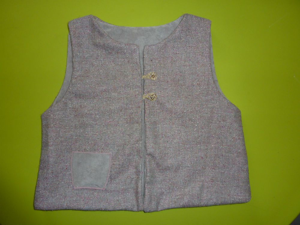 Ensemble gilet + jupe à volants
