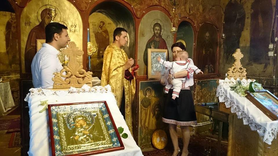 Baptême traditionnel orthodoxe : découvre la cérémonie de Petit Curieux