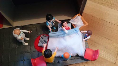 famille playmobil à la maternité