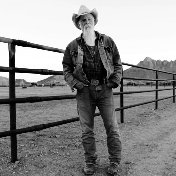 SEASICK STEVE - Keepin' the Horse Between Me and the Ground (2016)