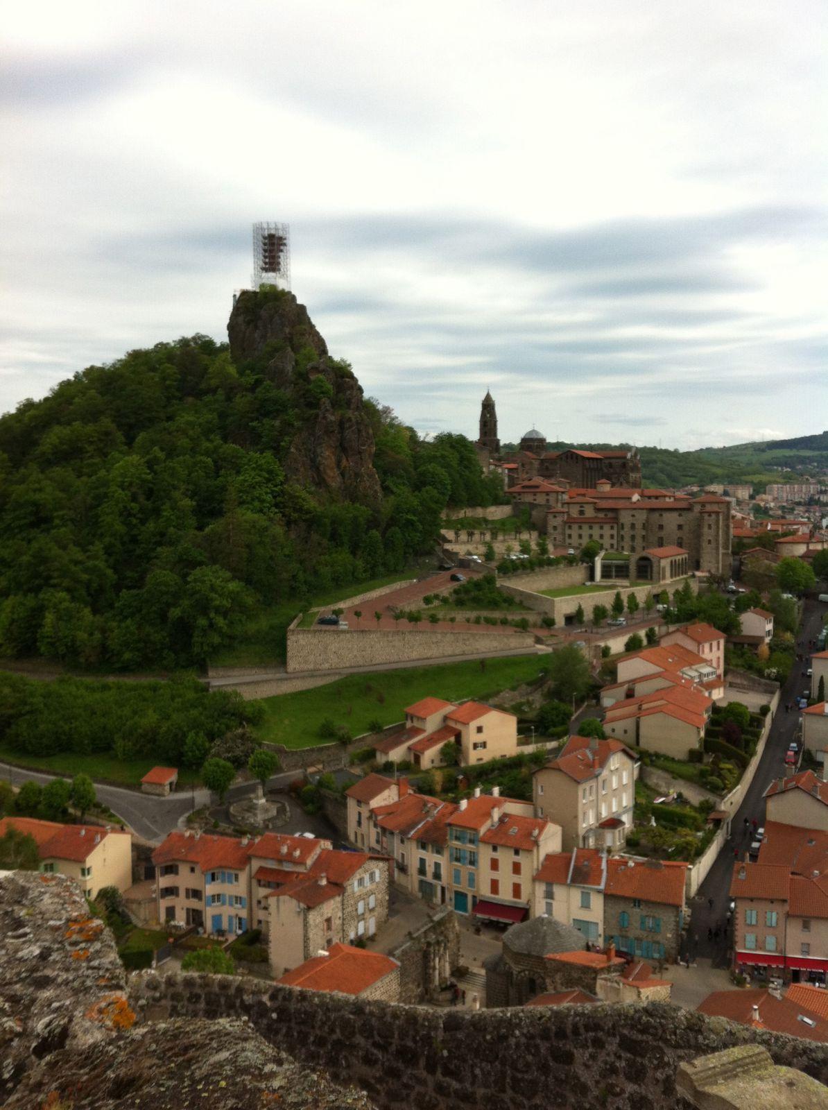 Le Puy-en-Velay depuis le rocher de Saint-Michel d'Aiguihle