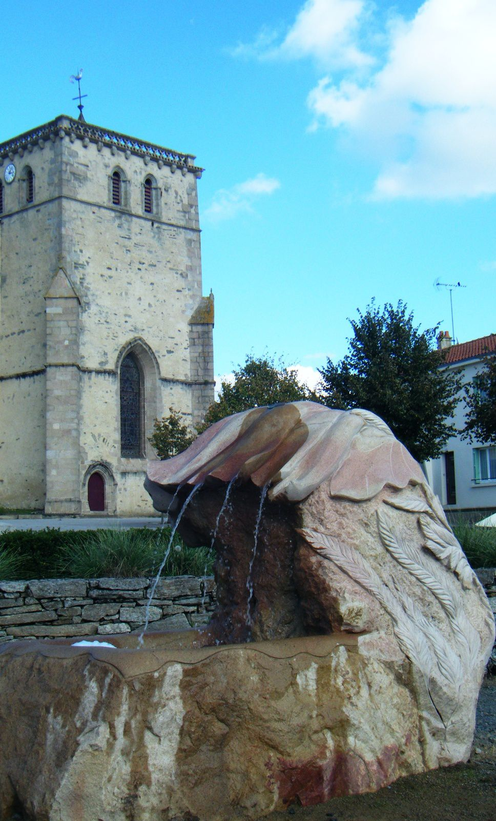 SCULPTURE FONTAINE /  GRANIT / THORIGNY 2014 ,