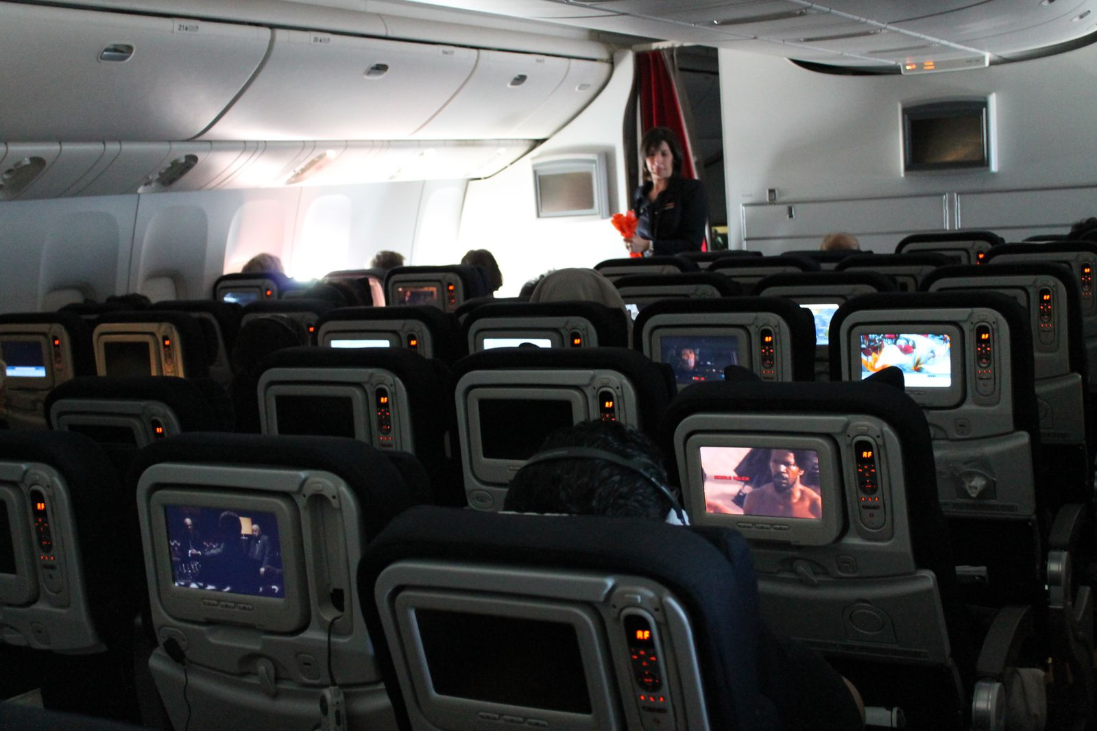11h dans un avion carnet de voyages for Interieur d avion
