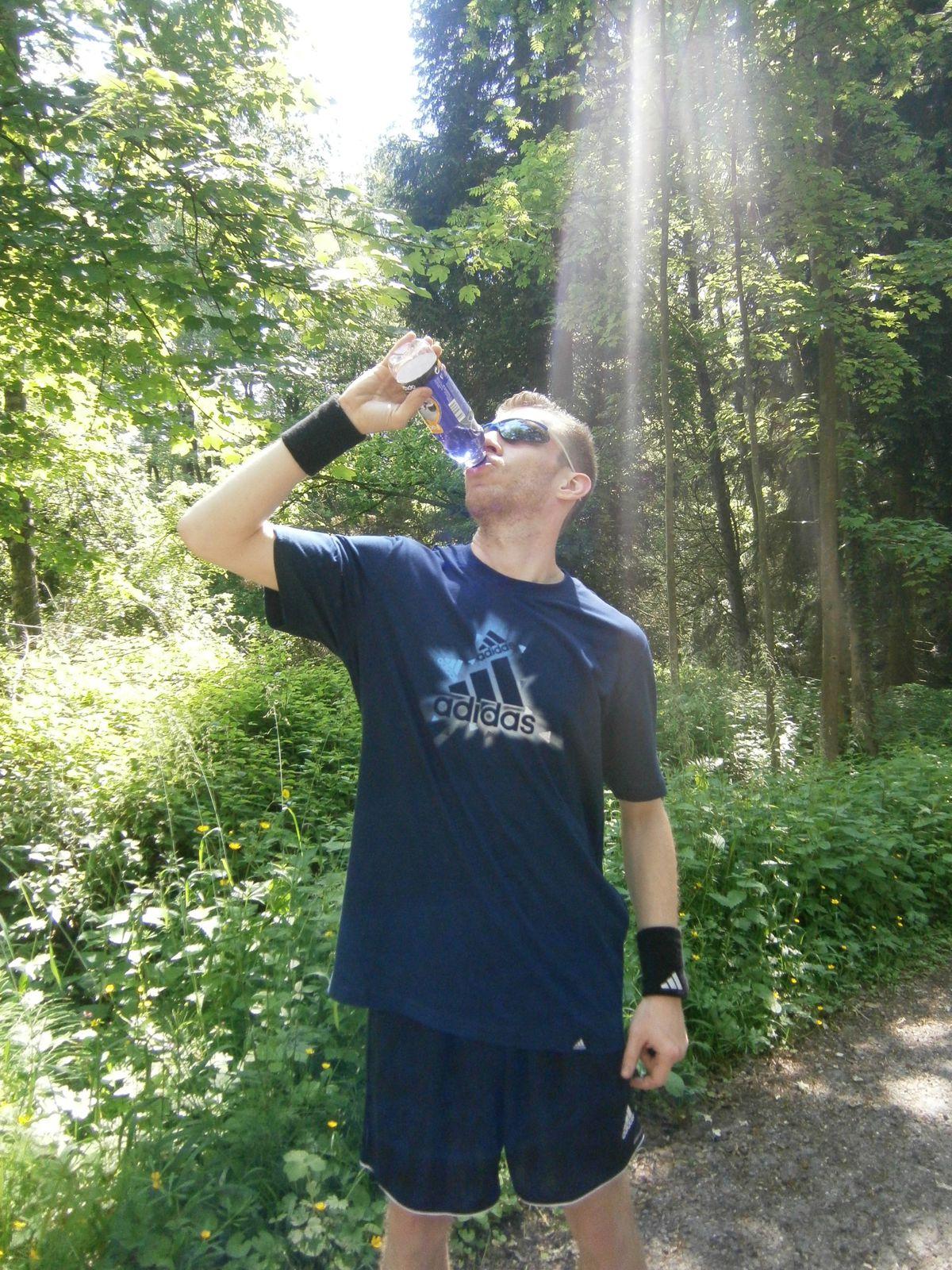 La bonne boisson l 39 eau ou les boissons isotoniques run n move - Quantite boisson par personne ...