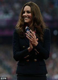 Kate remet des médailles
