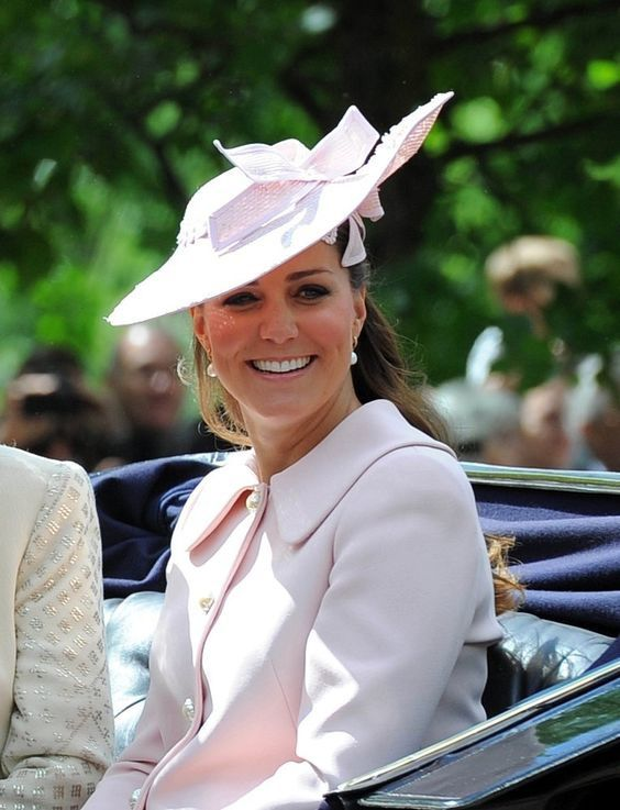 Kate au trooping the colours
