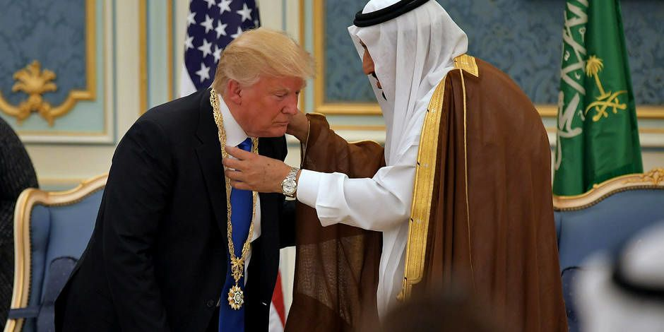 D. TRUMP RECEVANT LA PLUS HAUTE DISTINCTION SAOUDIENNE