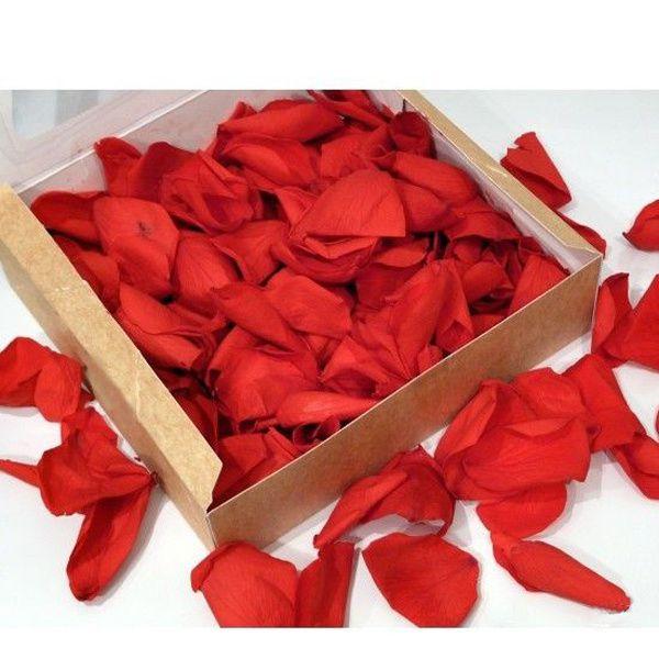 Vous désirez marquer avec douceur et volupté cet instant avec de véritables pétales de roses.Divers coloris vous sont proposés.Cette boîte vous est recommandée pour environ 10 convives et coûte15 euros.