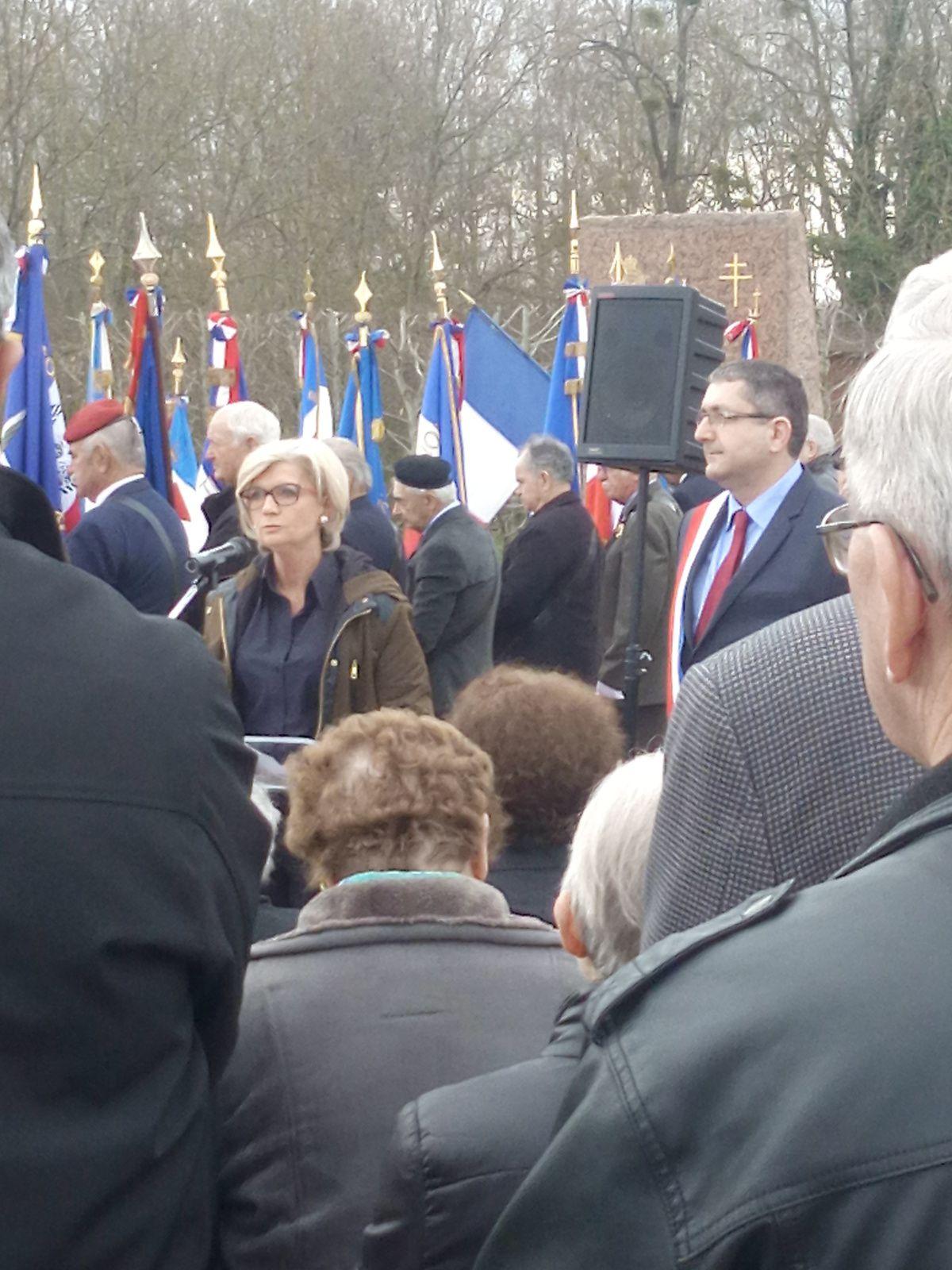 Le Cercle Jean Moulin et Grégory Baudouin, ACALM (Association Commémorative de l'Atterrissage d'un Lysander à Melay), étaient à Melay pour l'aterrissage de ean Moulin le 20 mars 43