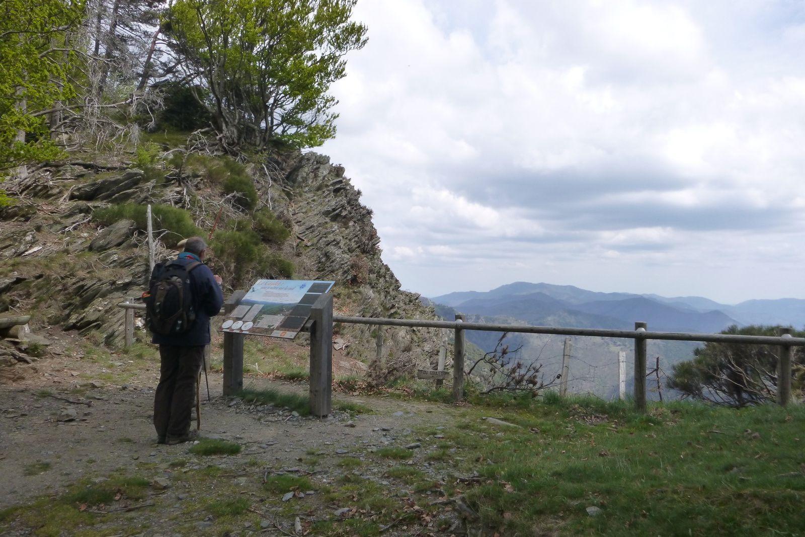 Au point d'observation du Coulet : vue superbe et vent fort!!