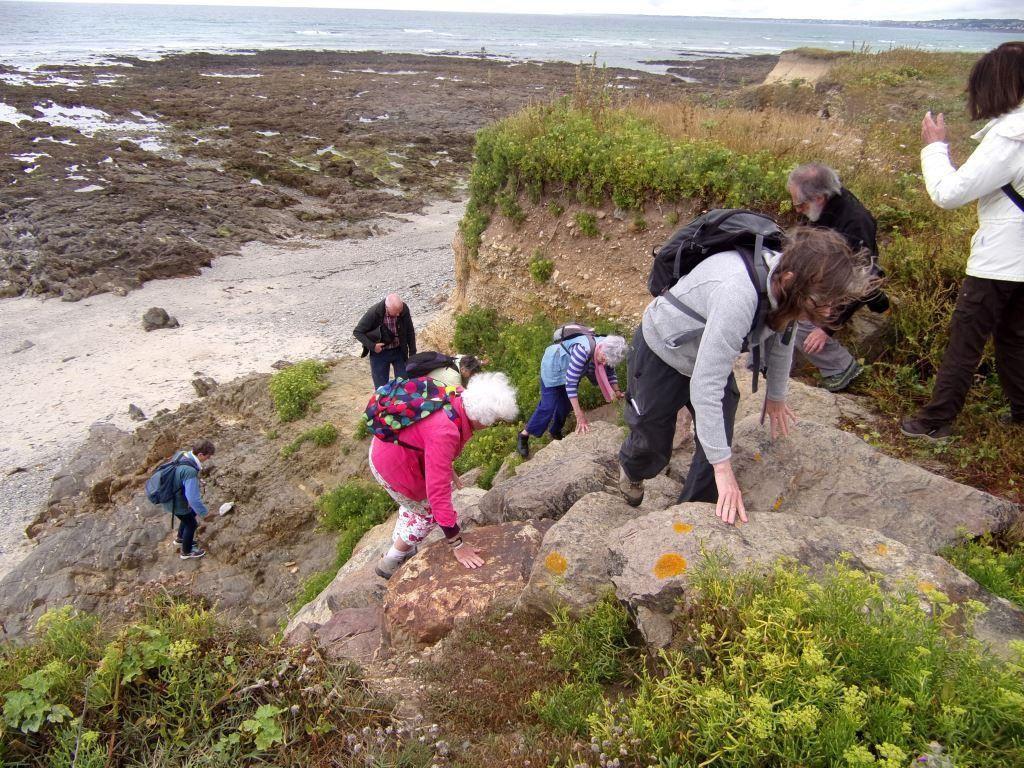 J2 - Escalade de la falaise à Penhors avec micaschistes et plage ancienne