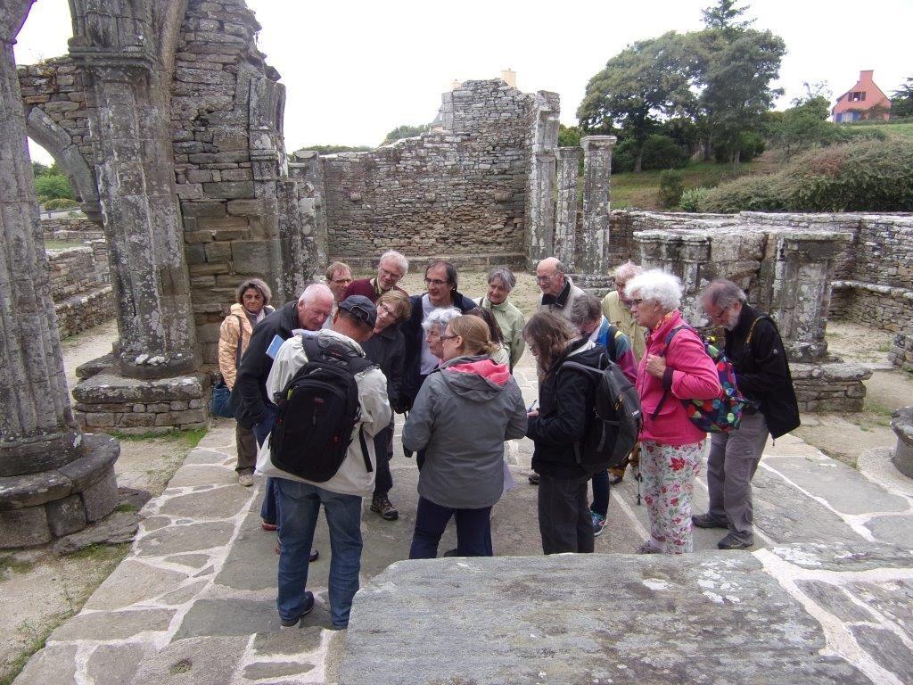 J2 : Ruines de la Chapelle de Languidou et matériaux géologiques variés