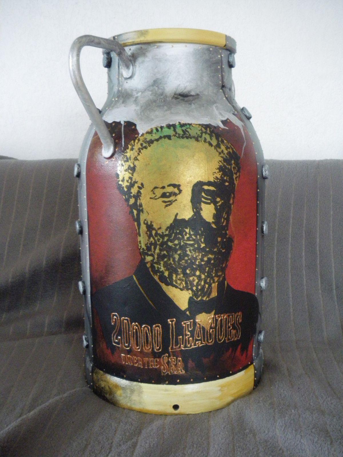 pot à lait hauteur 50 cm Diamètre 25 cm tête Jules Verne