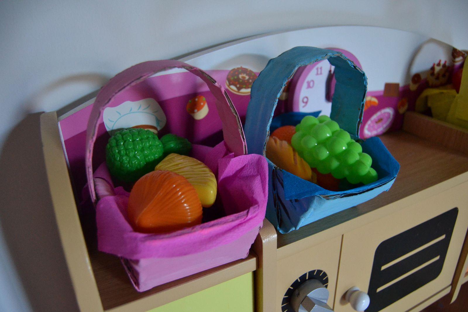 Et lorsque pâques est passé,  on recycle les petits paniers pour jouer à la marchande &#x3B;)