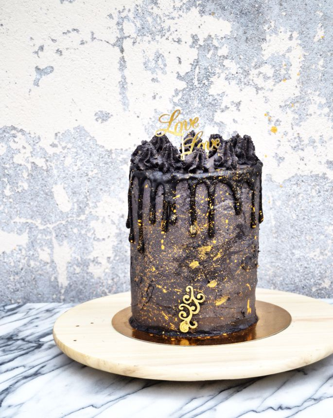 Layer Cake Black &amp&#x3B; Gold