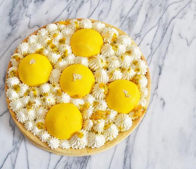Tarte dôme fruits de la passion, chocolat blanc vanille