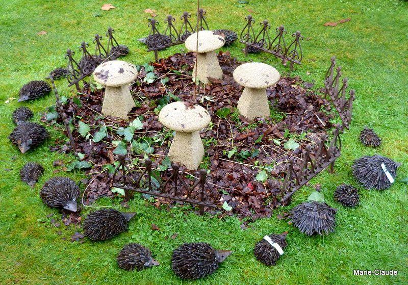 ses champignons vrais ou faux autour desquels les hérissons font une dernière ronde avant de s'endormir