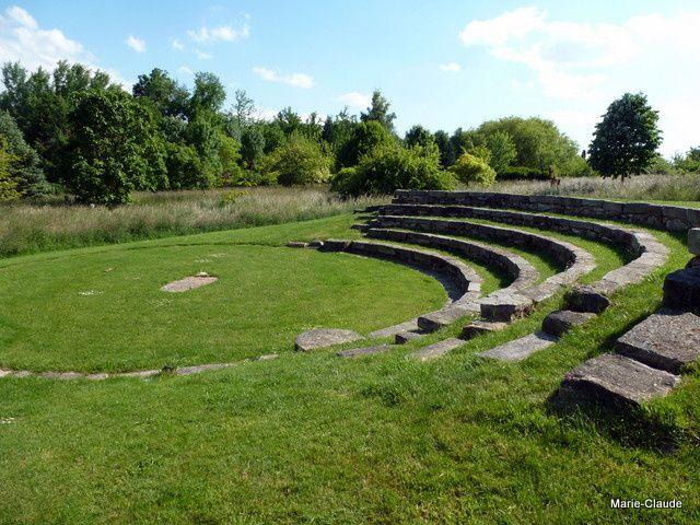 Un théâtre antique, construit avec des pierres de la région, un sacré travail !!!
