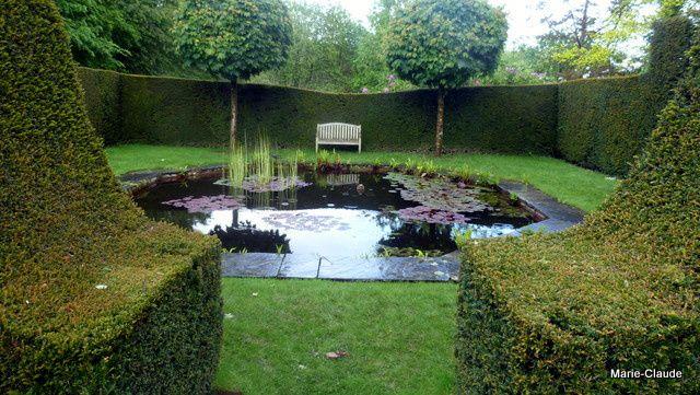 Un deuxième jardin d'eau formé d'un bassin bien rond, tout est harmonieux et beau,