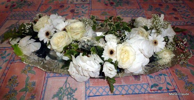 Récupération des fleurs de la voiture des mariés,