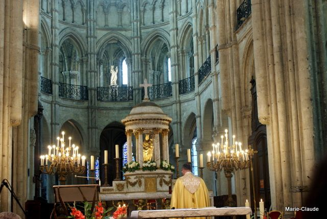 De notre belle cathédrale gothique datant du 13ème siècle;