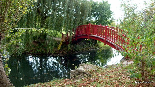 Un pont japonais bien raide, heureusement , il faisait sec,
