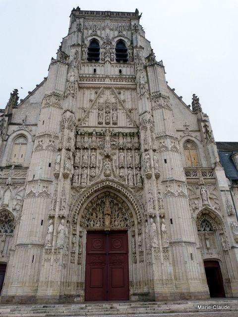 La splendide façade de l'Abbaye