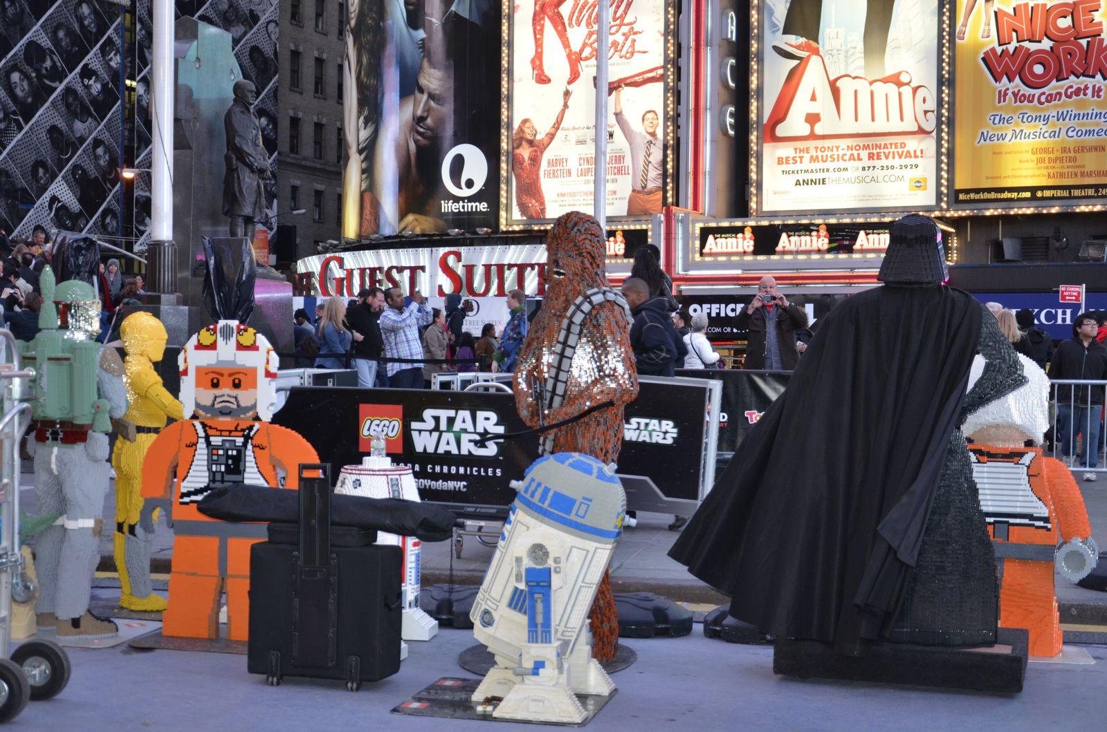 Un vaisseau Star Wars en Lego sur Times Square