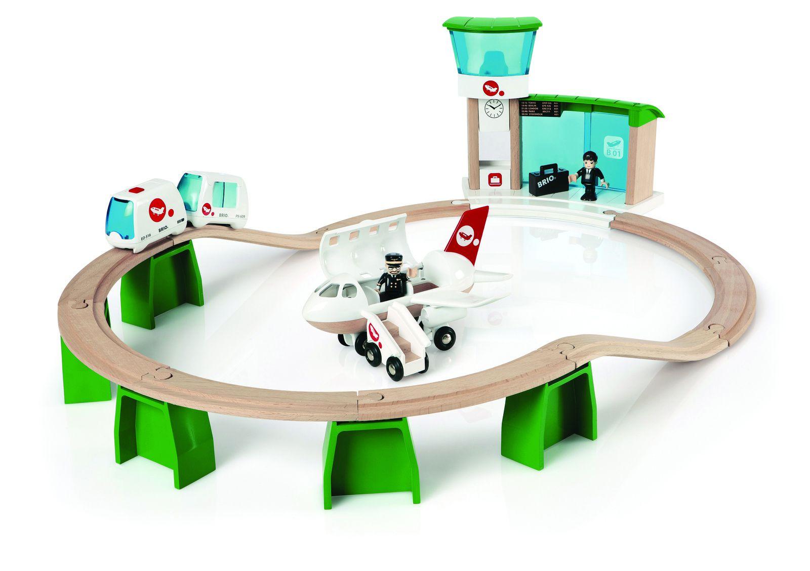 Nouveauté Brio : le circuit monorail. Les enfants transportent les voyageurs jusqu'à l'aéroport en les embraquant à bord de la navette monorail