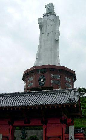 Awaji Kannon, Kannon Japon, 100 m