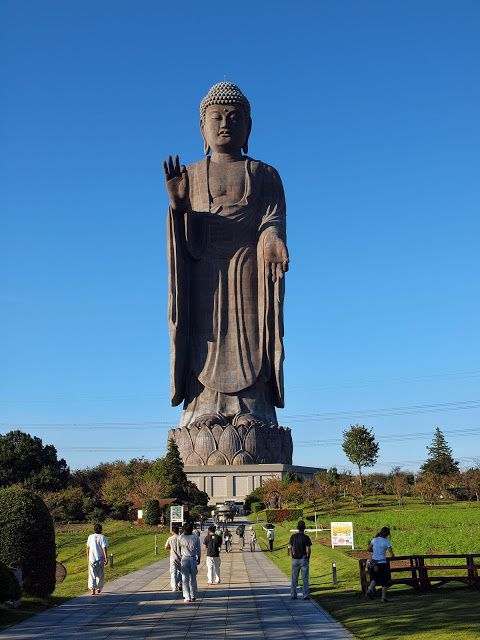 Ushiku Daibutsu, Ushiku Japon, 120 m, 4 000 T