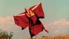 ... se prend pour un moine volant ...