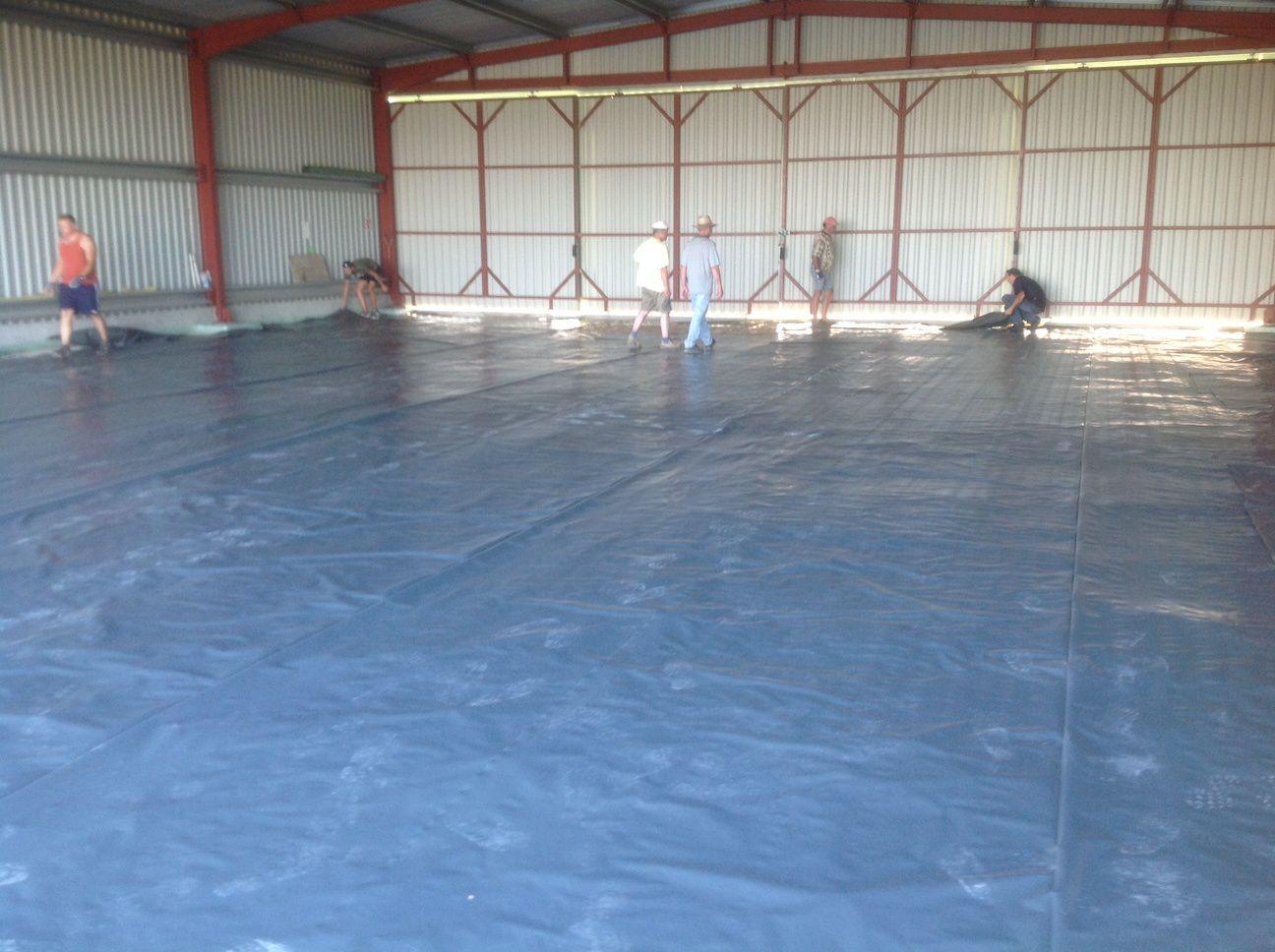 Qu'est ce qu'il est grand le hangar quand il est vide!