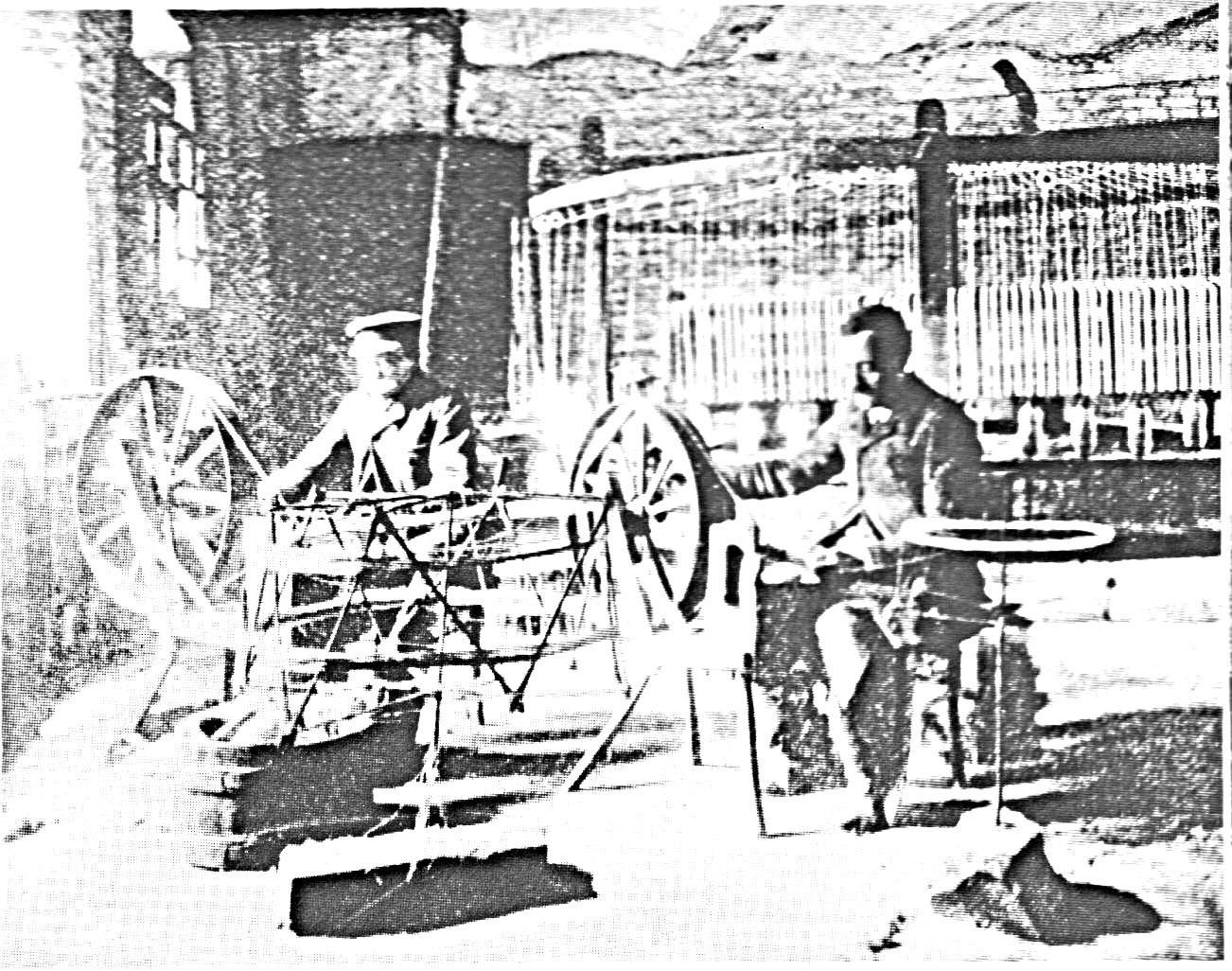 un petit atelier de tissage.