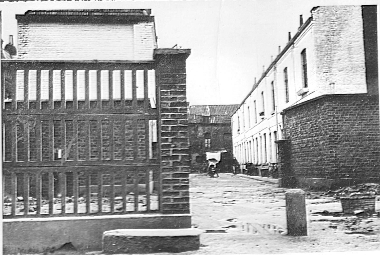vue de la cour Paux rue de Bailleul à Wazemmes en 1955