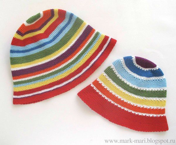 Bonnets aux rangs colorés