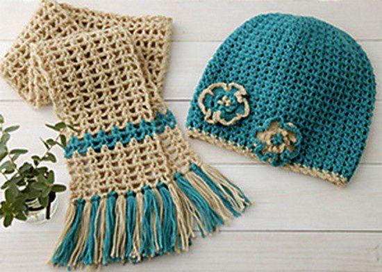 Bonnet orné de fleurs et écharpe assortie , avec leurs grilles gratuites !