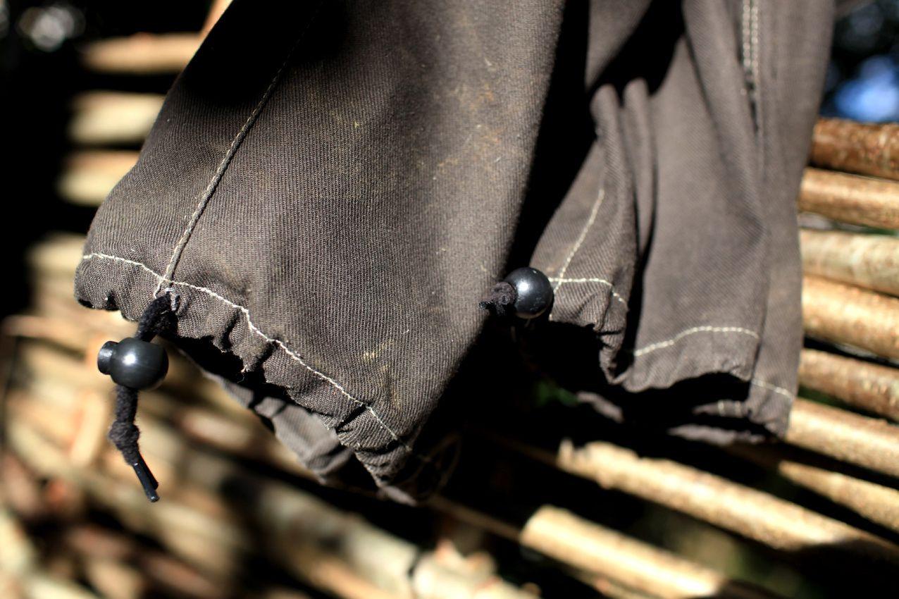 Seule modification apportée : un cordon de serrage au bas du pantalon.