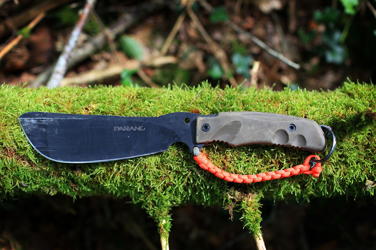 Couteau de survie : l'heure du choix.