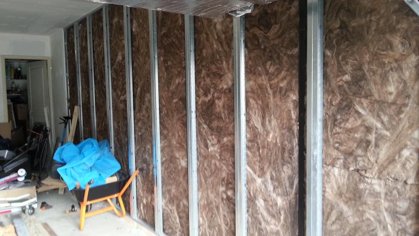isolation garage. Black Bedroom Furniture Sets. Home Design Ideas