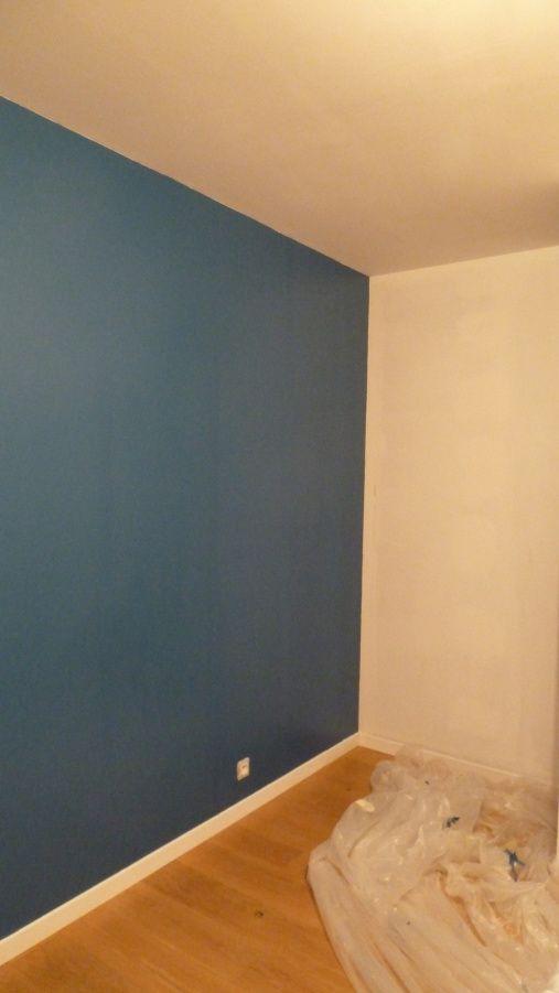 vers le placard de la chambre - le mur blanc pour le moment correspond au fond du placard