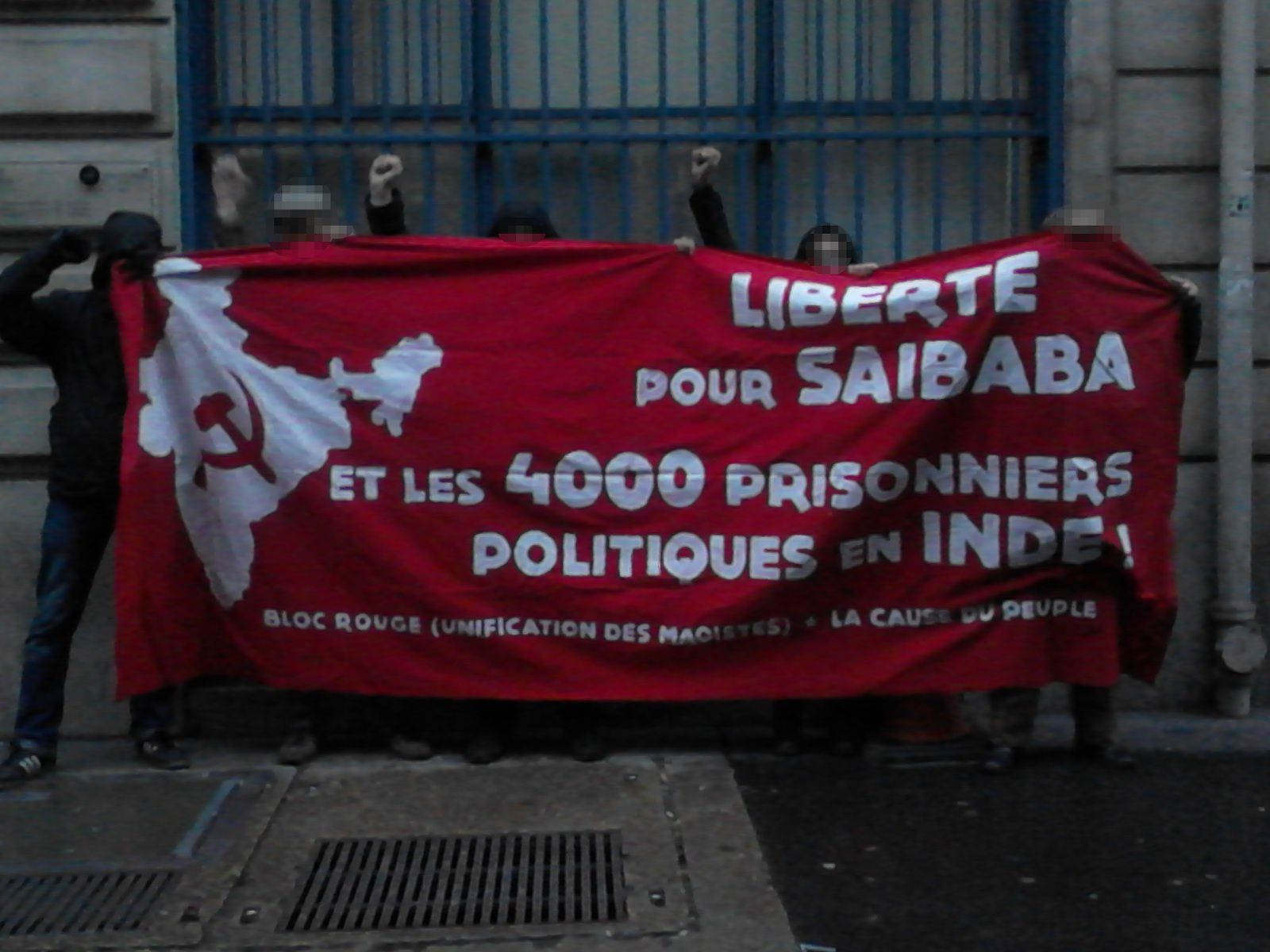 Devant le consulat indien à Paris