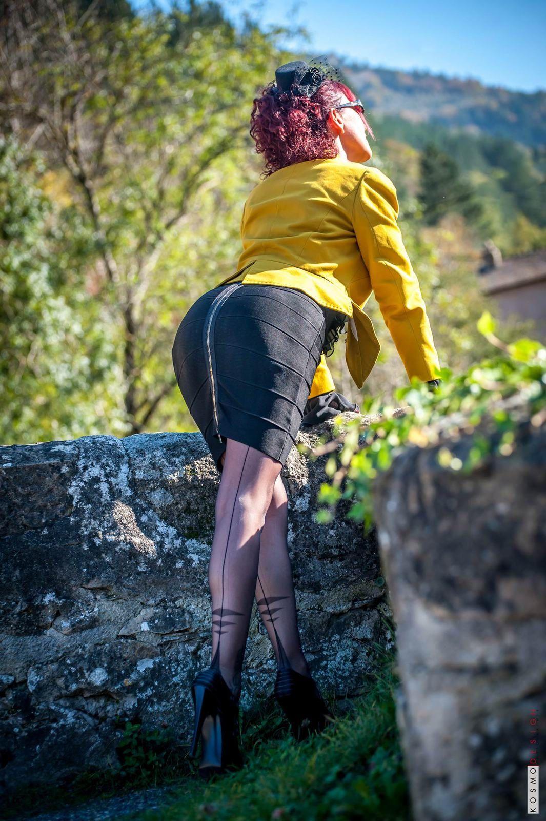 Bas couture &amp&#x3B; talons hauts sur les routes des Cévennes