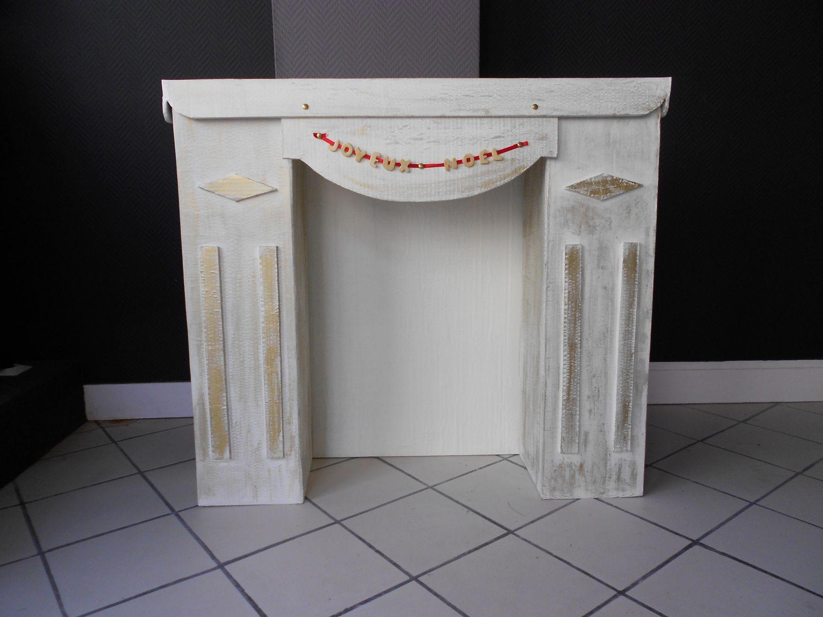 cheminee carton noel dscf with cheminee carton noel free cheminee en carton noel tout cor noel. Black Bedroom Furniture Sets. Home Design Ideas