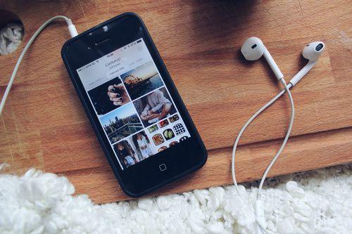 J'ai exactement le même tel et les mêmes écouteurs, mais ce n'est pas ma photo !:')