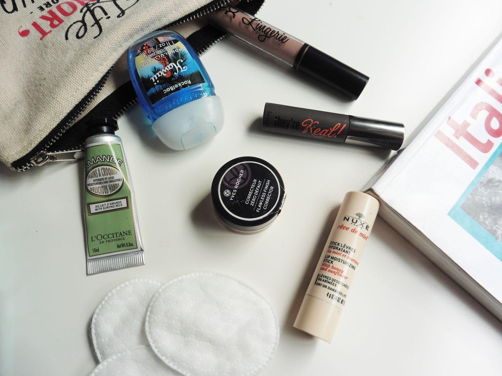 Que comporte ma trousse à maquillage pour le lycée ?