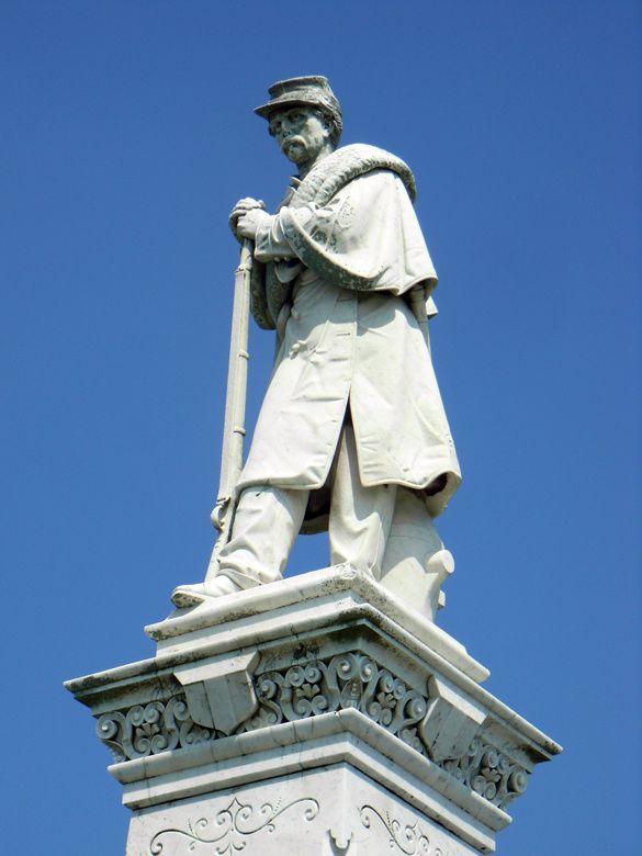 Monument à la gloire des soldats confédérés, érigé en 1874 par une association de femmes de Louisiane
