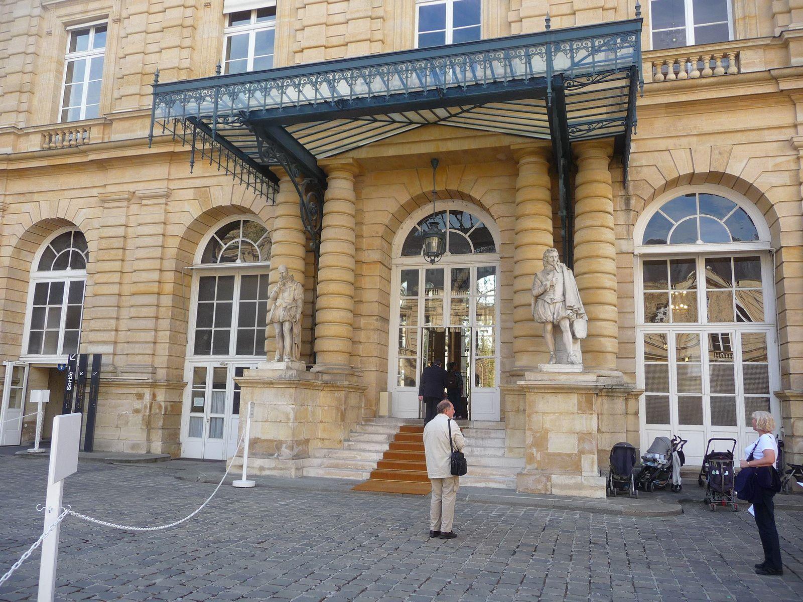 cour  de la présidence ,   entrée, l'escalier d honneur, le président gravit cet escalier pour ce rendre à l'Hémicycle